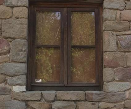 particolare finestra Casa Natale Leonardo da Vinci